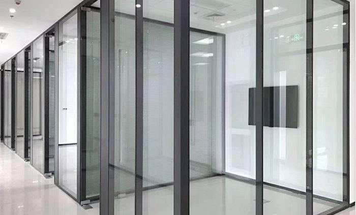peregorodki iz stekla